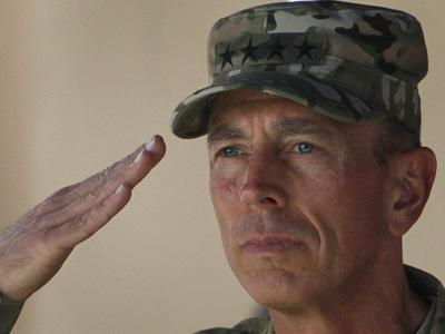 GeneralPetraeusHandsOverAfghanistanCommand